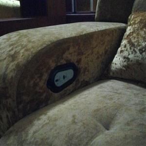 电动沙发,九成新,可电动放平,有20张,低价处理。