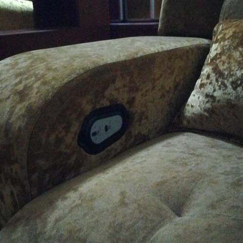 電動沙發,九成新,可電動放平,有20張,低價處理。