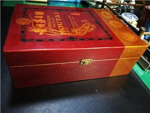 九六年飞天茅台木盒珍品,家中珍藏,无跑无漏,保存完好,品相完美,带全套出售。联系电话17863683...