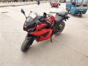 红色台容400,成色八五左右,无事故,里程四千,有户,可以跑长途,机油,刹车片新的,轮胎九成新,声音...