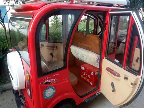 出售一辆油电两用电动四轮车!17年买的,碟刹、暖风、倒车影像、mp3都有!两组电瓶!买的时候1.6万...