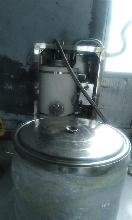 先出手做豆腐设备一套液化气蒸汽机一台360升304不锈钢大桶磨浆机一台,泡豆桶和接豆腐渣不锈钢盆带技...