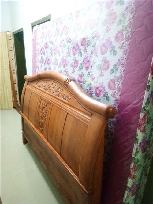 全新1.8x2米的实木床,2个床头柜,买大了