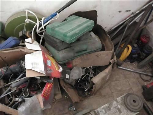 因本人转行,现出售二手修理大车工具一套汽磅茂刹车片机风炮一套家具齐全,有意者可面议,不邮寄,可来看货...