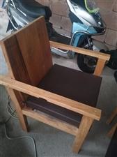 实木椅子三把,便宜出售。