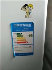 海尔大品牌冰柜,7成新,左侧门有点瑕疵,其他制冷放心用,500升,500块钱不将价,一批附近,想要的...