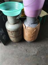 煤气罐,买卖倒闭处理了,70一个,其中一个满气的卖140,一批附近
