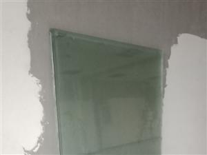 鋼化玻璃。1.7X1.2米      5片  每片50   要的來崇文觀天下。西門南100米。