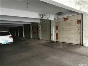 鸿泰一期6号楼下地跨车库,低价出售20平,8万