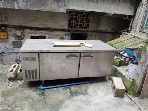 餐馆厨房冷藏柜,可以冷藏,可以做冰箱。还能做台面。家中闲置,随便卖