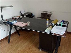 1.8米办公桌,带地柜