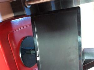 一台神舟显示器17寸方屏,一台飞利浦显示器19寸。现低价出售