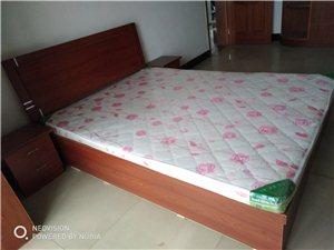 转让新双人床1.5×2米,香港城