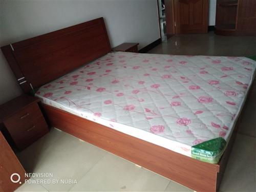 轉讓新雙人床1.5×2米,香港城