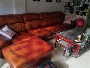 自己家用过的全皮沙发,真皮沙发?茶几2200元低价出售,有需要的联系我!