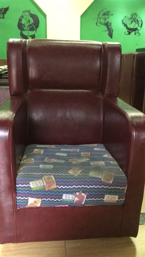 出售网咖7成新单人沙发,有需求的抓紧联系!