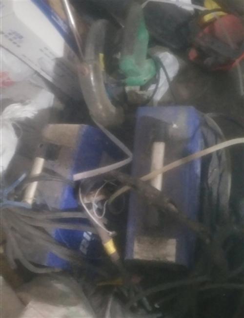 砌割机300,两个焊机,一个400一个300烧铁焊机是300,汽瓶500最低价,无价可少,若是看了讲...