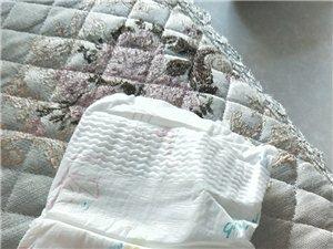 雀氏纸尿裤36片,6_12kg,孩子现在大了用不上,现在还有3包,60一包,