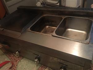 出售燃气双炸锅,扒锅一体刚用一个月用闲置,