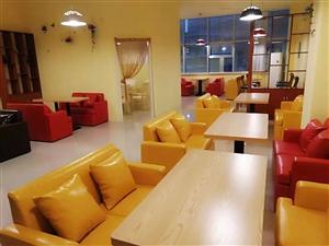 低价出售园桌,带八把椅子,大理石面,9.9成新,一口价2400 低价处理小沙发1.2*60红,黄,黑...