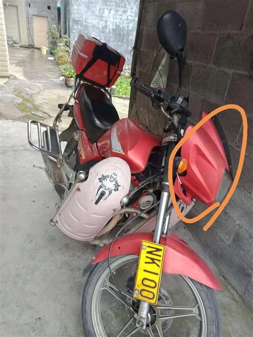 出售一辆五羊本田摩托车,证件齐,三万公里,1300元出,联系电话15095914798