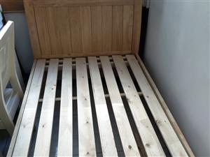 床内净尺寸1×2米,全新,实木,无味,孩子、大人用都合适。买来尺寸不合适,安都没安,现处理,买时60...