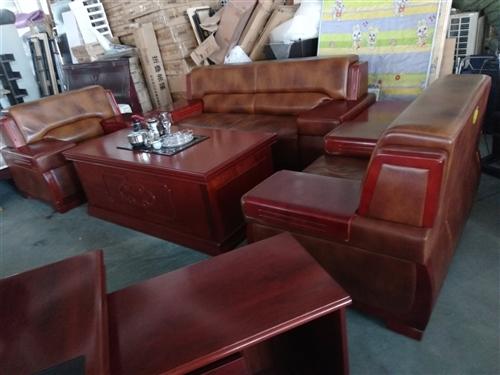 专收回收;红木家具,办公家具。135 3956 4681.