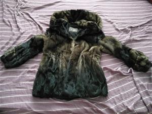 纯正水貂大衣,9成新。只穿过两次。