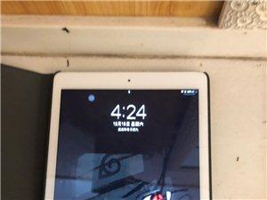 型号是2017新iPad,32G 国行 成色有点磕碰但不影响什么,壳子可以送你