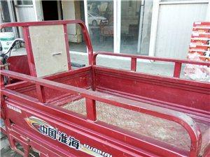 出售九成新淮海牌电动三轮车,车况良好,车厢长一米三宽九十,电池良好行程三十公里