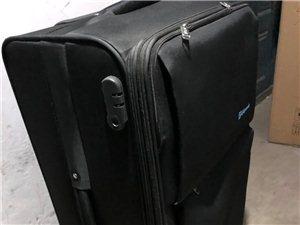全新黑色品牌28寸拉杆旅行箱,一次都没用过,图片是第一次拆包装,买的时候没细看买大了,一直闲置,买的...