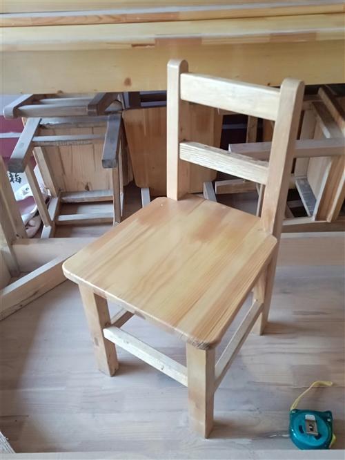 幼儿园用新木桌板凳,辅导班单人旧木桌,用不到占地方。有要的联系