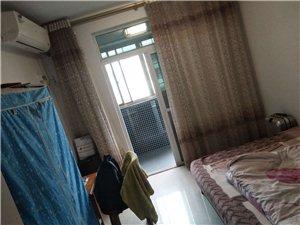 紫兴新城B2区,精装修93平米,四楼,三室两厅一卫一厨2阳台,每个房间有空调,满五唯一,急售价54....