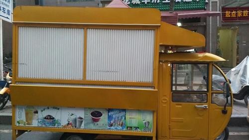 此餐车低价出售,包含很多制作工具一起出售,有意联系15320808890,价格面议