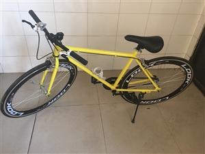 本人有一辆自行车闲置,买来骑过一两次,现低价出售,石林本地可看车,售价200元,潮酷活飞,低碳出行,...