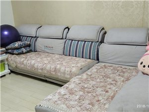 整套布艺沙发,总长3.9米,拆洗很方便,质量非常好。外加1.5米的床,如有需要可以联系
