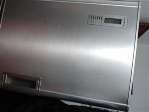 自用美菱冰箱一台,功能完好。正常使用。186升。