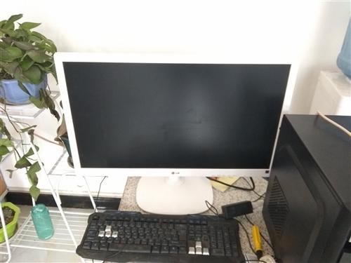 闲置27寸显示器,LG的牌子不错,色彩艳丽 成色新,无坏点,就是孩子不小心在屏幕上留下一道指甲印,...