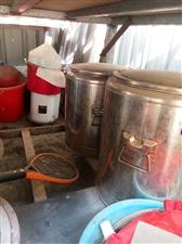 处理电磨子,保温桶两个,电饼铛,冰柜,大不锈钢展板,等酒店用品,价格面议,非诚勿扰!