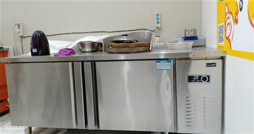 直冷冰柜工作台转让,在苏宁易购购买,只用了不到3个月, 几乎全新,现低价转让。
