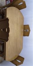 实木饭桌,能坐10人到12个人,打开是圆的,九成新,出售1200元带四把椅子。