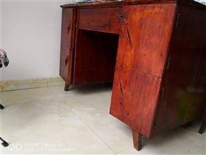 士漆柏木辦公桌4個,購1個50元,購2個80元…
