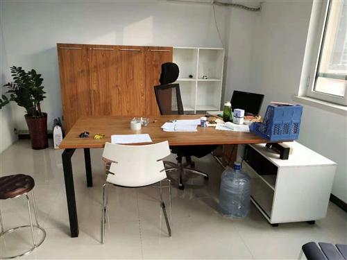 低价出售办公桌椅
