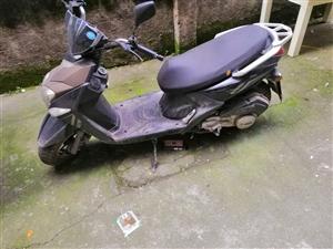 自用150踏板摩托  以前买来学车用 完了一直闲置在家 很少用 无任何毛病 需要的联系 电话微信一样...