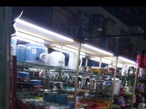 生意不做了,精品玻璃货柜低价处理,价格面议。新田居民点田沟百货