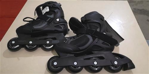 闲置全新40码OXELO轮滑鞋出售,原价买来298,现在180处理,细节看上图,有需要的请联系我15...