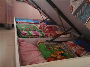 全新双人床,2*2.2m由于卧室太小,床太大,孩子写作业没有书桌,原价3500,上等床垫,现低价25...