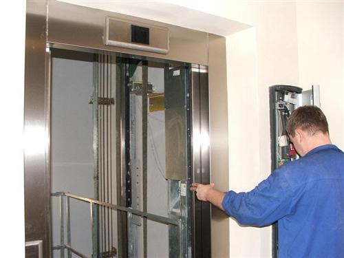 有一正在运行电梯安装维保公司(证件齐全),因情况特殊,现欲转让。诚愿与正寻找项目、且对电梯市场前景看...