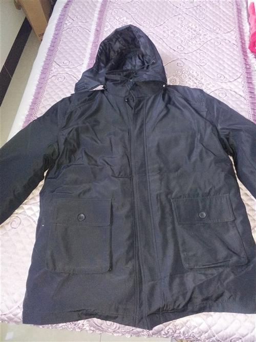 酒钢棉衣和鞋子低价100元出售,电话13209479595