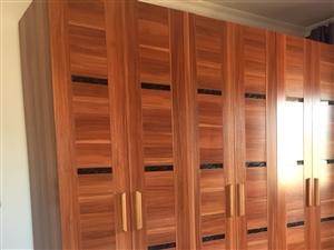 家用8成新六开门大衣柜,尺寸:2.4m*2.4m;诚心买,非诚勿扰。